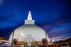 ruwanwelisaya-stupa-srilanka-serendipity_holidays_hyderabad_telangana_india_large