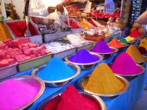Market shop selling kumkum powder in Mysore, from tamiltrek.wordpress.com